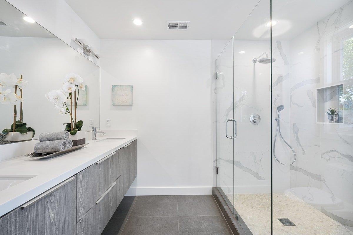 Modern clean and white bathroom