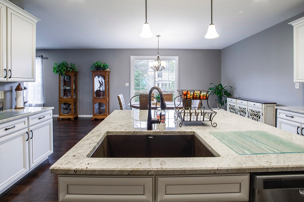 Kitchen with natural materials like a marble coutertop