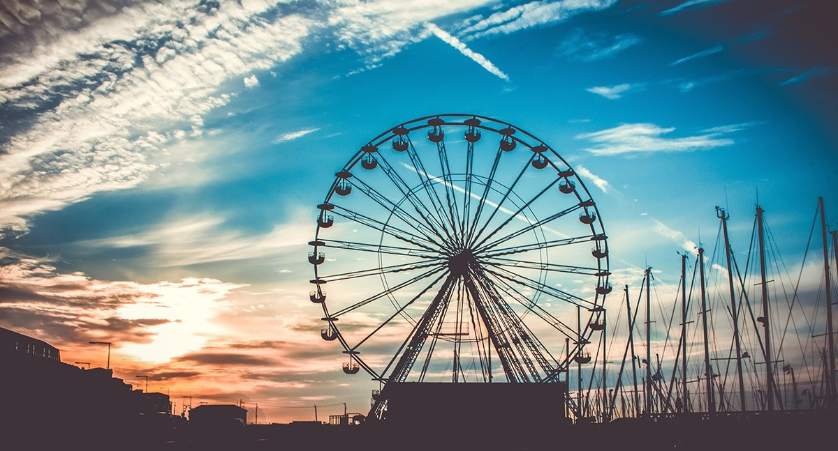 Ferris wheel with hub and spokes