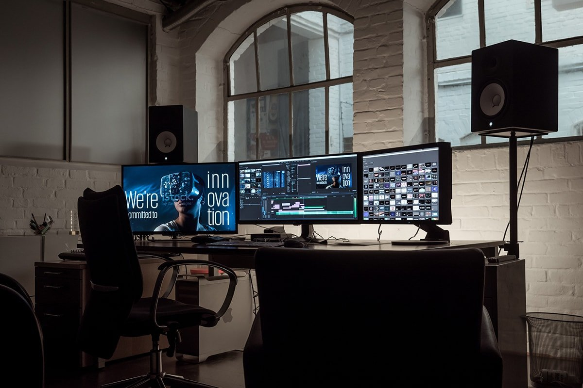 Editing video on multiple monitors